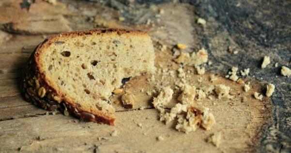 Viekää tuhkatkin pesästä! – terveisiä leipäjonosta
