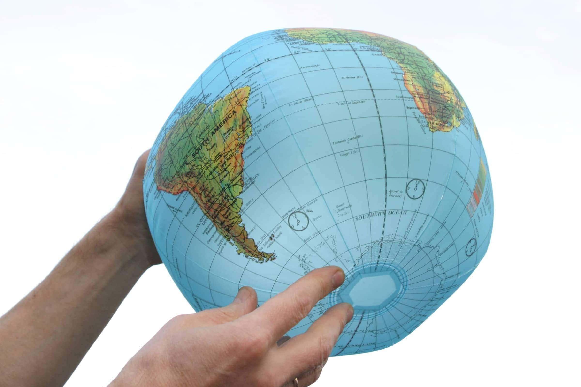 Maapallon muotoinen rantapallo
